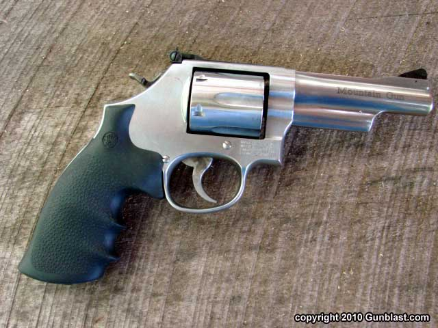 Lipsey\'s Exclusive 357 Magnum Smith & Wesson Model 686 Mountain Gun
