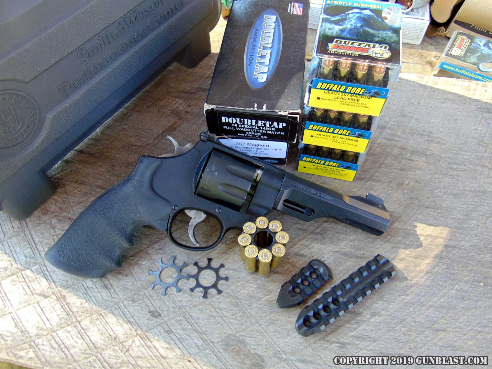 Smith & Wesson Performance Center Model 327 TRR8 Eight-Shot 357